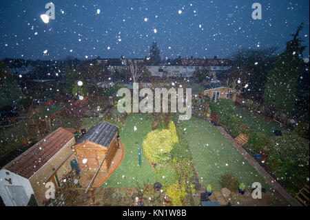 Merton, London, UK. 10 December, 2017. Morning snow falling on wet ground in south west London as dawn breaks, the - Stock Photo