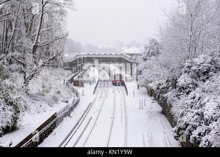 London, UK. 10th Dec, 2017. Heavy snow on the 10th December 2017 in London. Credit: doniphane dupriez/Alamy Live - Stock Photo
