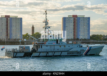 UK Border Force cutter HMC Searcher returning to Portsmouth, UK from a patrol on 24/9/14. - Stock Photo