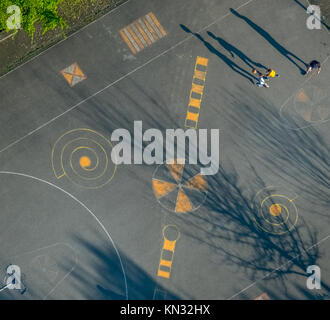 Basketball field, park Am Ingenhammershof, player shadow, drawings on the asphalt, street painting, Neumühler Straße, - Stock Photo