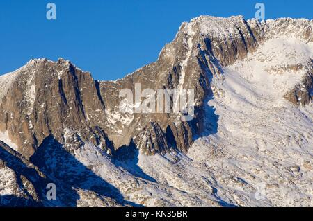 Maladeta Peak and Maldito Peak in the Maladeta Massif, Posets Maladeta Natural Park, Huesca, Aragon, Pyrenees, Spain. Stock Photo