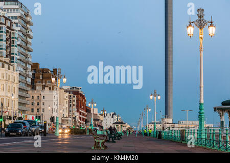 Night falls on Brighton seafront, East Sussex, England. - Stock Photo