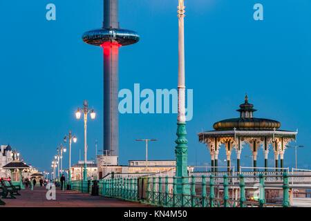 Night falls on Brighton seafront, UK. - Stock Photo