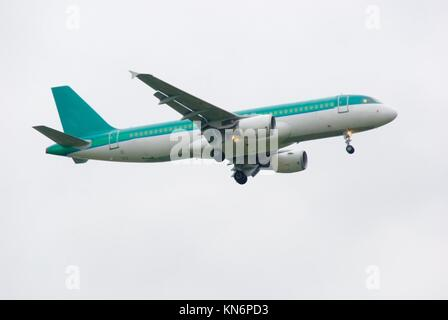 Airbus A320 coming in to land on Heathrow Airport. - Stock Photo
