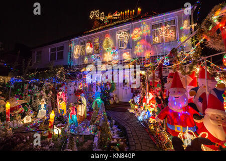 London, UK. 10th Dec, 2017. Massive Christmas house lights display in south east London. Bishop Jonathan Blake and - Stock Photo