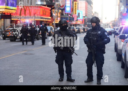 New York, USA. 11th December, 2017. Law enforcement outside the Port Authority Bus Terminal after reports of an - Stock Photo