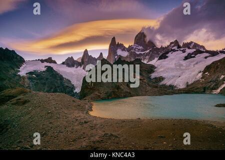 Monte Fitz Roy, - Cerro Chaltén -, 3405 metros, laguna de los Tres, parque nacional Los Glaciares, Patagonia, Argentina. - Stock Photo