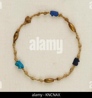 Bracelet with wedjat eye amulets and barrel beads MET 25.3.191b EGDP021772 577250