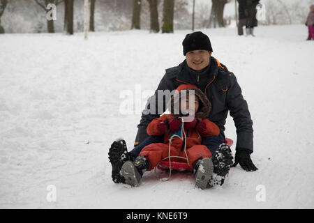 People in Kings Heath Park head out to enjoy the heavy snow fall and do some sledging on Sunday 10th December 2017 - Stock Photo