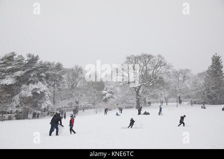 People and families in Kings Heath Park head out to enjoy the heavy snow fall on Sunday 10th December 2017 in Birmingham, - Stock Photo