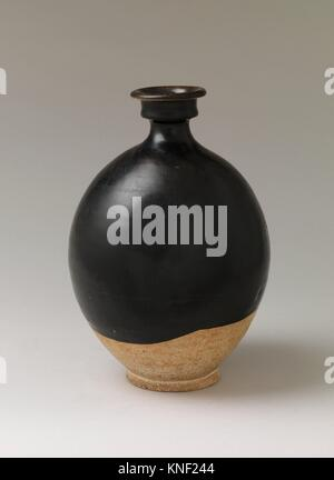 Vase. Period: Tang dynasty (618-907); Date: 8th century; Culture: China; Medium: Earthenware with black glaze; Dimensions: - Stock Photo