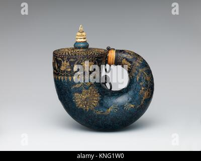 Powder Flask. Date: 17th century; Culture: Indian, possibly Deccan; Medium: Horn, lacquer, ivory, bone, gold, silver, - Stock Photo