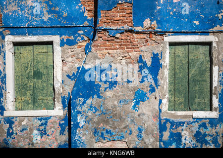 An old building with peeling paint in the Venetian village of Burano, Venice, Italy, Europe. - Stock Photo