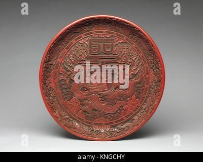 Tray with dragon and Chinese characters. Period: Ming dynasty (1368-1644), Jiajing period (1522-66); Date: 1522 - Stock Photo