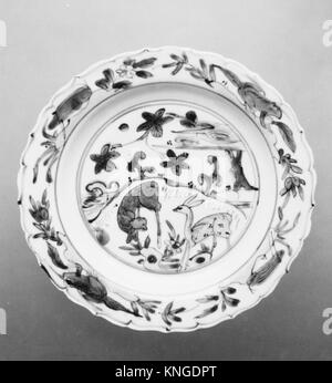 Plate. Period: Ming dynasty (1368-1644); Culture: China; Medium: Porcelain; Dimensions: H. 1 1/8 in. (2.9 cm); Diam. - Stock Photo