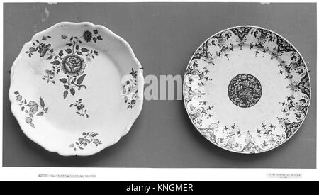 Plate. Date: 18th century; Culture: French, Sinceny; Medium: Faience (tin-enameled earthenware); Dimensions: Diameter: - Stock Photo