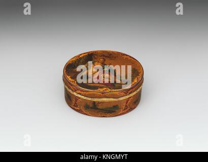 Snuffbox. Date: mid-18th century; Culture: French; Medium: Vernis martin on papier mâché, gold; Dimensions: 3 1/2 - Stock Photo