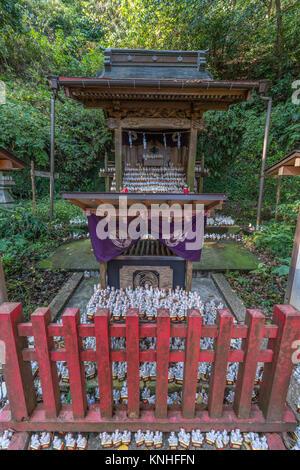 Sasuke Inari jinja. Small Inari statues at upper shrine. founded by Minamoto Yoritomo located near the Zeniarai - Stock Photo