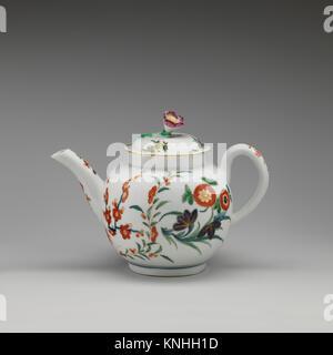 Teapot (part of a service). Factory: Worcester; Date: ca. 1765-70; Culture: British, Worcester; Medium: Soft-paste - Stock Photo