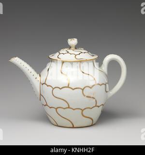 Teapot (part of a service). Factory: Worcester; Date: ca. 1775; Culture: British, Worcester; Medium: Soft-paste - Stock Photo