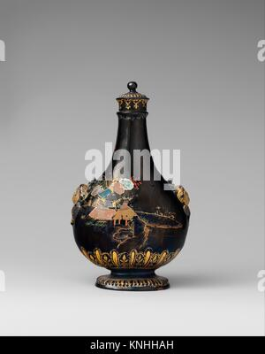 Pilgrim bottle with cover. Manufactory: Meissen Manufactory (German, 1710-present); Factory director: Factory administrator: - Stock Photo
