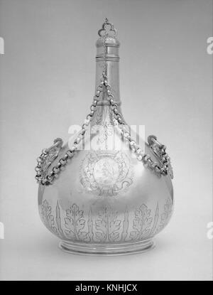 Pilgrim bottle (one of a pair). Date: ca. 1690; Culture: British; Medium: Silver gilt; Dimensions: Height (wt. confirmed): - Stock Photo