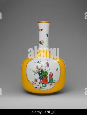 Vase. Factory: Meissen Manufactory (German, 1710-present); Decorator: Adam Friedrich von Löwenfinck (German, 1714 - Stock Photo
