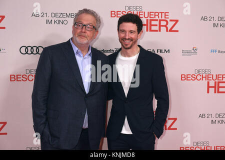 Munich, Germany. 11th Dec, 2017. Producers Martin Moszkowicz (L) and Oliver Berben arrive to the world premiere - Stock Photo
