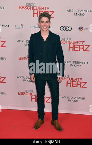 Munich, Germany. 11th Dec, 2017. Actor Philip Noah Schwarz arrives to the world premiere of 'Dieses bescheuerte - Stock Photo