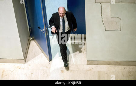 Berlin, Germany. 12th Dec, 2017. Chairman of the Social Democratic Party (SPD), Martin Schulz, walks out of the - Stock Photo