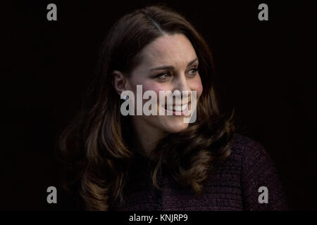 London, UK. 12th Dec, 2017. The Duchess of Cambridge arrives at the Rugby Portobello Trust in Kensington to join - Stock Photo