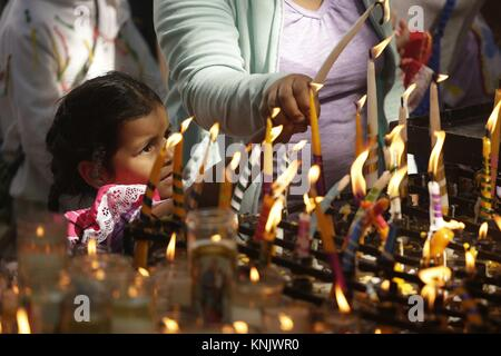 San Salvador, El Salvador. 12th Dec, 2017. Pilgrims light candles in honor of the Virgin of Guadalupe in San Salvador, - Stock Photo