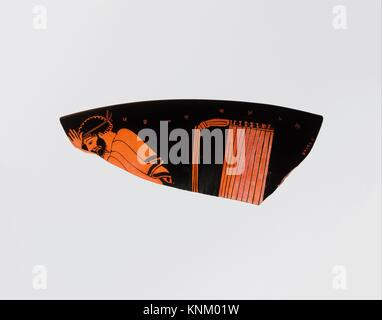 Fragment of a terracotta kylix (drinking cup). Attributed to the Foundry Painter; Period: Classical; Date: ca. 480 - Stock Photo