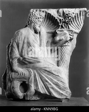 Fragment of a Sarcophagus with a Seated Figure MET 111725 465919 Roman, Fragment of a Sarcophagus with a Seated - Stock Photo