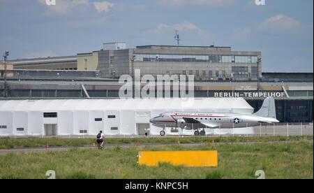 Raisin bomber, Tempelhofer field, temple court, Berlin, Germany, Rosinenbomber, Tempelhofer Feld, Tempelhof, Deutschland - Stock Photo