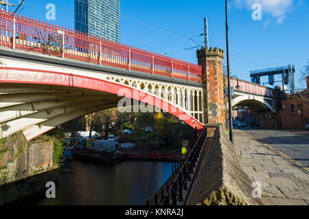 Victorian arched railway bridge over the  Rochdale Canal, with the Beetham Tower behind.  Castlefield, Manchester, - Stock Photo