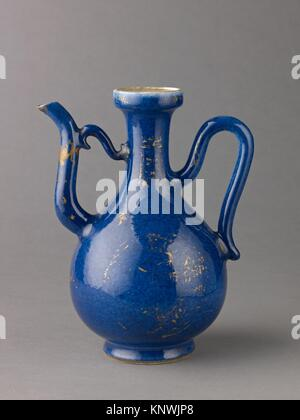 Ewer. Artist: Chinese , Qing Dynasty, Kangxi period; Date: 1662-1722; Culture: Chinese; Medium: Porcelain with powder - Stock Photo