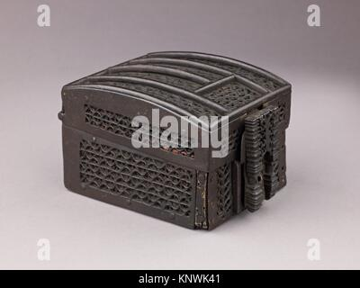 Coffret à mailles. Date: late 15th century; Culture: French; Medium: Wood, wrought iron; Dimensions: H. 8.7 cm, - Stock Photo