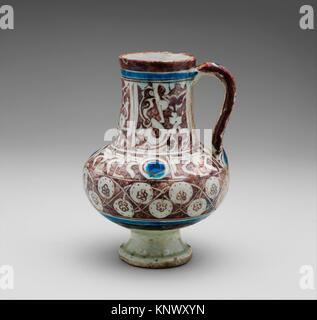 Ewer Inscribed with al-´izz (Glory) in Floriated Kufic on its Neck. Object Name: Ewer; Date: first half 13th century; - Stock Photo