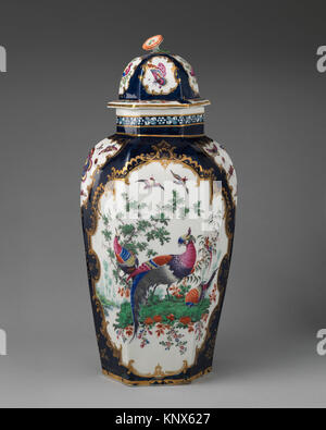 Vase with cover. Factory: Worcester; Date: ca. 1770-75; Culture: British, Worcester; Medium: Soft-paste porcelain; - Stock Photo