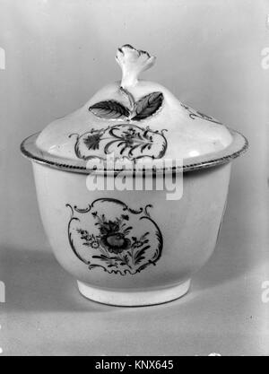 Sugar bowl with cover. Factory: Worcester; Date: ca. 1770-80; Culture: British, Worcester; Medium: Soft-paste porcelain; - Stock Photo