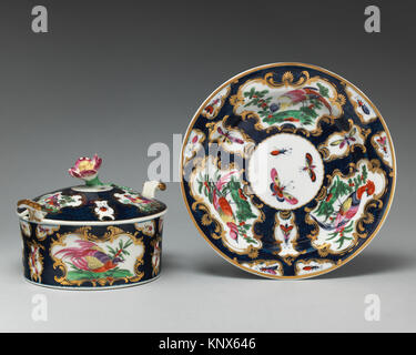 Butter dish with cover and tray. Factory: Worcester; Date: ca. 1770-80; Culture: British, Worcester; Medium: Soft - Stock Photo