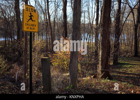 Children at play traffic sign - Stock Photo