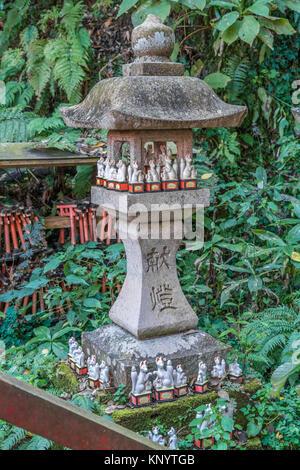 Sasuke Inari jinja Shinto Shrine, founded by Minamoto Yoritomo located near the Zeniarai Benzaiten Ugafuku Shrine, - Stock Photo