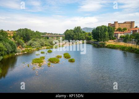 River Tormes and Valdecorneja castle. El Barco de Avila, Avila province, Castilla Leon, Spain. - Stock Photo