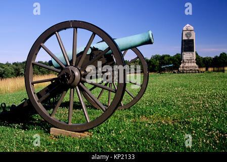 Brooklyn Fourteenth Monument with cannon, Manassas National Battlefield Park, Virginia. - Stock Photo