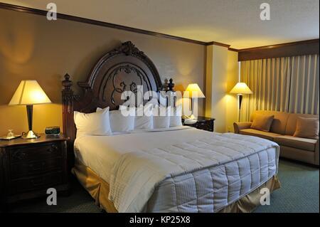 https://l450v.alamy.com/450v/kp25x8/mcm-elegante-hotel-beaumont-texas-united-states-of-america-north-america-kp25x8.jpg