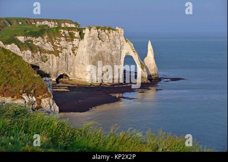 chalk cliffs with arch and ´´l´Aiguille´´ (the Needle), Etretat, Seine-Maritime department, Normandie region, France, - Stock Photo