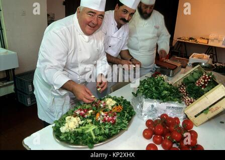 chefs cuisiniers preparant un plat avec de la mache nantaise, region de Nantes, departement de Loire-Atlantique, - Stock Photo