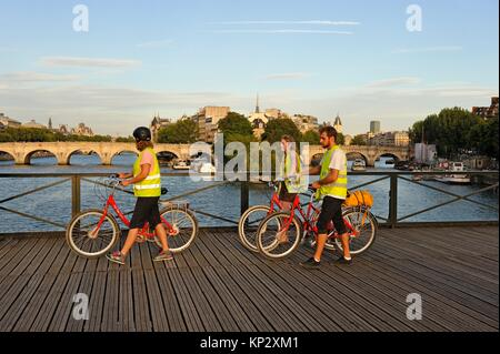 Pont des Arts footbridge, with the Pont-Neuf in the background, Paris, France, Europe. - Stock Photo